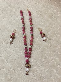 Beautiful 3pc pearl and Glass beads necklace ,earrings set.never used. Franklin Township