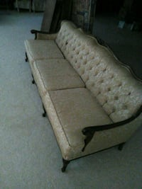 French Victorian sofa or chair