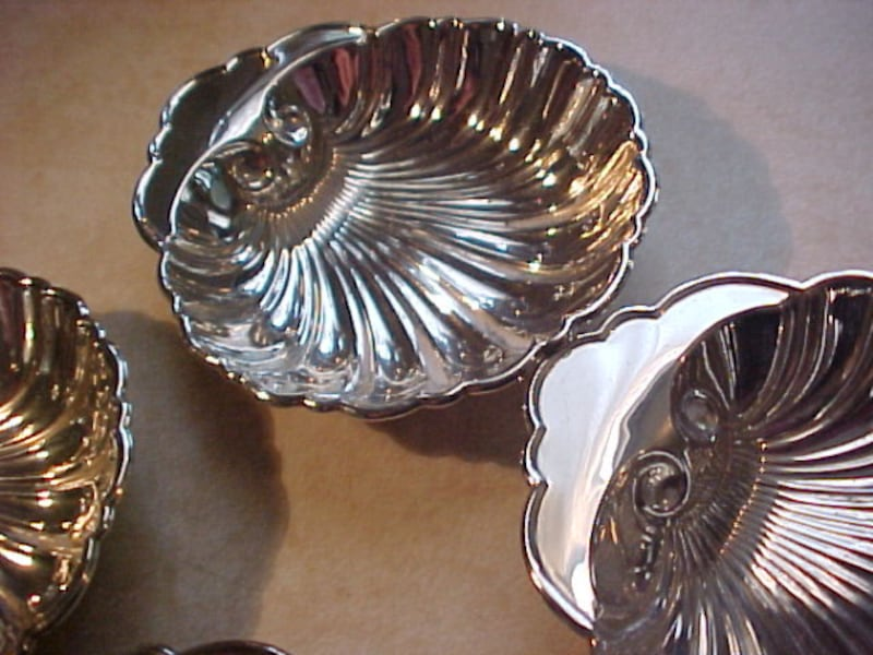 4 Birks Vintage Sterling Silver Hallmarked Candy Or Nut Clam Shell Trays f05b7835-ceee-432e-9b14-6a125253d2e9