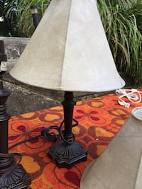 Pair of Nightstand Lamps w shades