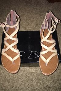 Like New Sandals Size 8 Duquesne, 15110