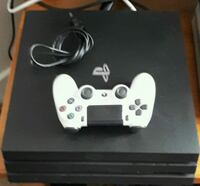 Playstation 4Pro five games and two controller ava Washington