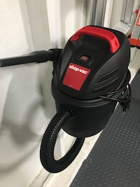 Shop vac Wet/Dry 2.5 gallon with box