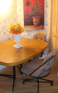 Table along with 5 chairs  Winnipeg, R3X 1C1
