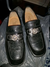 Italian shoes with Medusa buckle...at no profit price. Mississauga, L5R 0B2