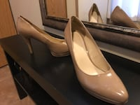 Pair of beige leather pointed-toe pumps Burnaby, V5A