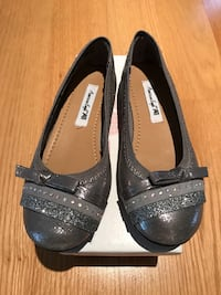 Pair of grey leather american eagle girl shoes brand new Chicago, 60656