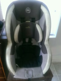 baby's white and black car seat carrier Woodbridge, 22191