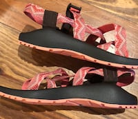 NWT size ladies 8 Chacos  Madison, 39110