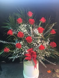 Red rose arrangement with white vase Los Angeles, 91042