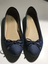 Adorable Denim Flats with Gold Embellishments Bow Size 8 Virginia Beach, 23455