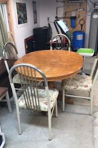 Table and four chairs for a Cottage Kawartha Lakes, K0M 2B0