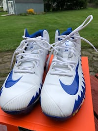 Size 10  Mens Nike Menace Shark Football Cleats with FREE Adidas Gloves Horseheads, 14845