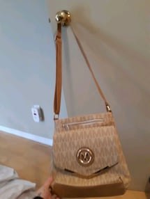 MK CROSSBODY PURSE