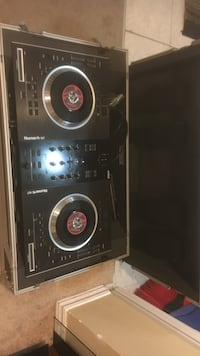 Dj turn tables with case Calgary, T3J 5L9