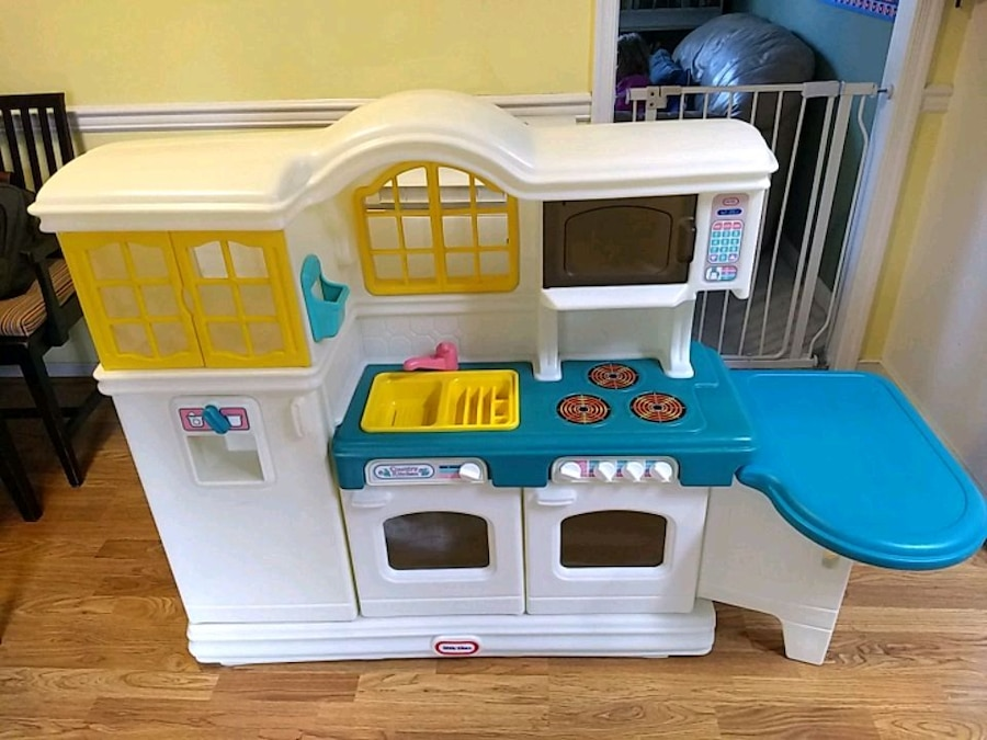 used little tikes kitchen set with accessories for sale in glen rh us letgo com little tikes kitchen set with grill