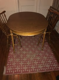 Dining room table with two matching chairs. Gainesville, 32601