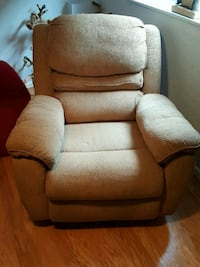Lazy boy recliner with massage and heating Vancouver, V6K 2V3