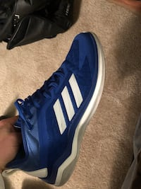 unpaired blue and white adidas low-top sneaker Saint Louis, 63125