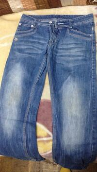 jeans whiskered azul