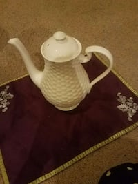 Belleek coffee pot Lexington, 29072
