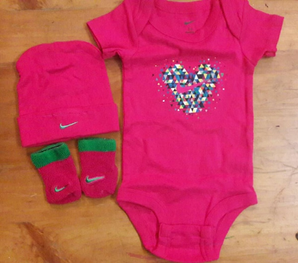 1ce10d0a4 Used 0-6 month Nike baby onesie set socks for sale in Tulsa - letgo
