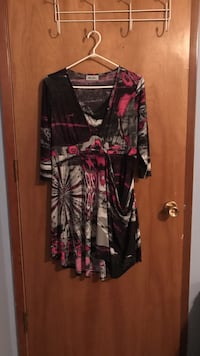 Women's black, red, and white 3/4 sleeves dress