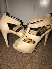 pair of gray leather front-zip ankle-strap platformed high-heeled sandals Size 8