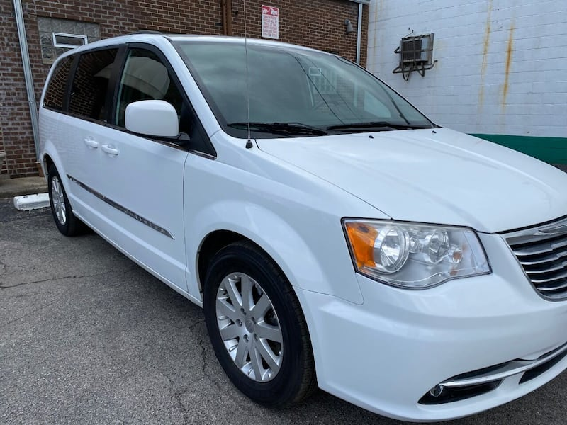 Chrysler-Town and Country-2014 3