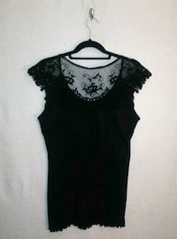 BLACK TOP W/ EMBROIDERED LACE NECK