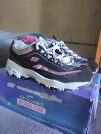 d87035eac028 Used  Never Worn! Skechers D Lites Size 8 black and pink sneakers ...
