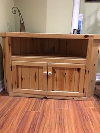 Solid pine floor unit Richmond Hill, L4S 1Y4