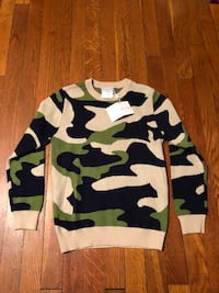 Kids camo sweater size 10 new with tags  46 km