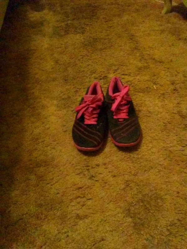 ed57b8fe6 Used pair of red Adidas Yeezy Boost 350 V2 for sale in Benbrook - letgo