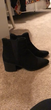 Black booties Frederick, 21703