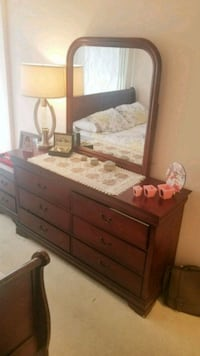 Queen size bed set for sale Mississauga, L5R 3G8