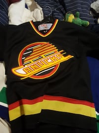 black and yellow Canucks jersey