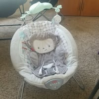 Fisher price bouncer and simmons kids bassinet Bakersfield, 93304