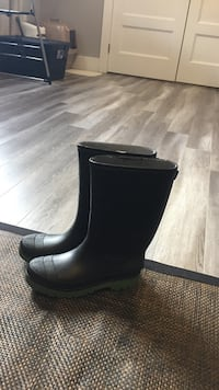 New rubber boots size6