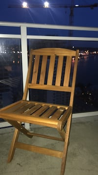It's summer time! 4 chairs only opened 1 for pic never used  New Westminster, V3M
