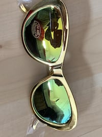 Amber Rose new gold mirror sunglasses w case Toronto, M6G 3A5