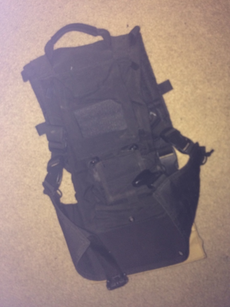 Airsoft/Paintball Vest with magpouches and hydration carrier - Northridge