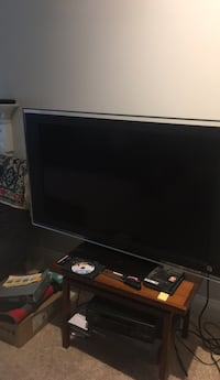 black flat screen TV with remote Fairfax, 22033