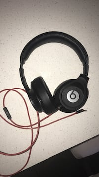 Dr dre executive beat headphones  Coquitlam, V3B 2P7
