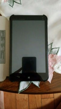 Microsoft tablet with case  Mississauga, L5M