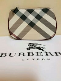 Burberry  pouch  Whitby, L1N 8X2