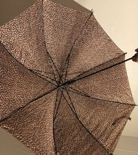 Cheetah print umbrella!.