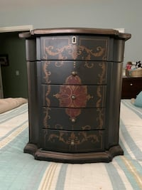 High end jewelry box great gift!!