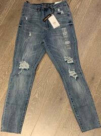 Brand new pair of bluenotes high rise ripped jeans! Toronto, M9A 1C6