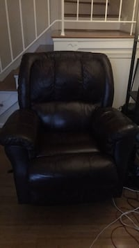 Haverty's leather recliner Arlington, 22201